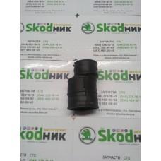 1K0103467 Патрубок вентиляции картерных газов Skoda Octavia Tour A5